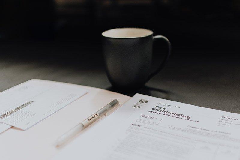 pildomi eismo įvykio deklaracijos dokumentai prie puodelio kavos